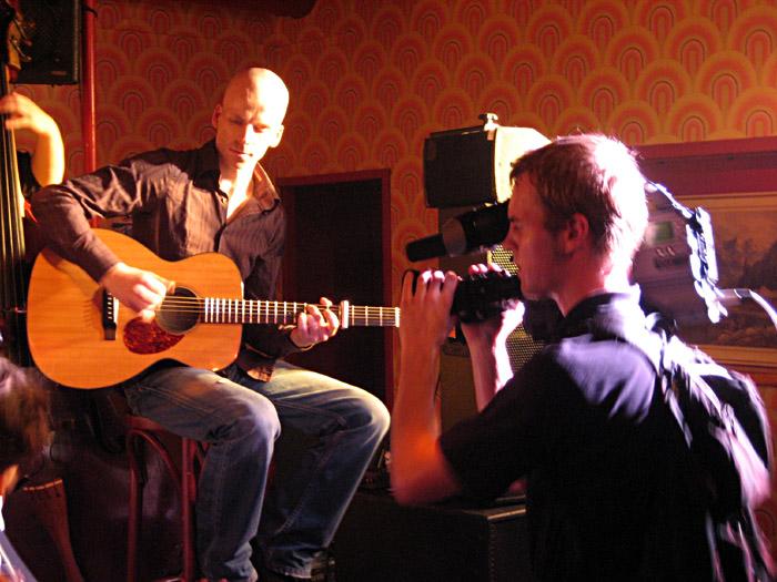Der Gitarrist von David Huhn im Hörsaal