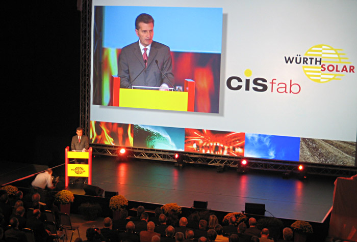 Ministerpräsident Günter Oettinger bei Würth Solar