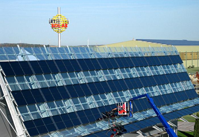 Solarzellen an der Hausfront