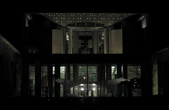 Das Kanzleramt bei Nacht