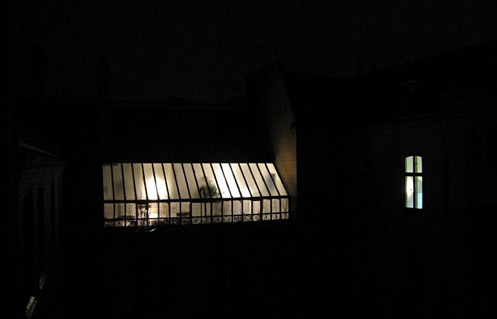 Nächtliche Aussicht aus meinem ersten Zimmerfenster im Hotel Residenz 2000 in Berlin