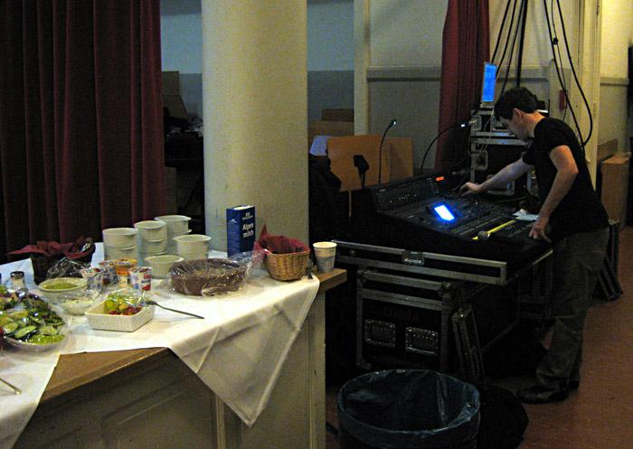 Das Monitorpult im Stimmzimmer der Musikhalle Hamburg
