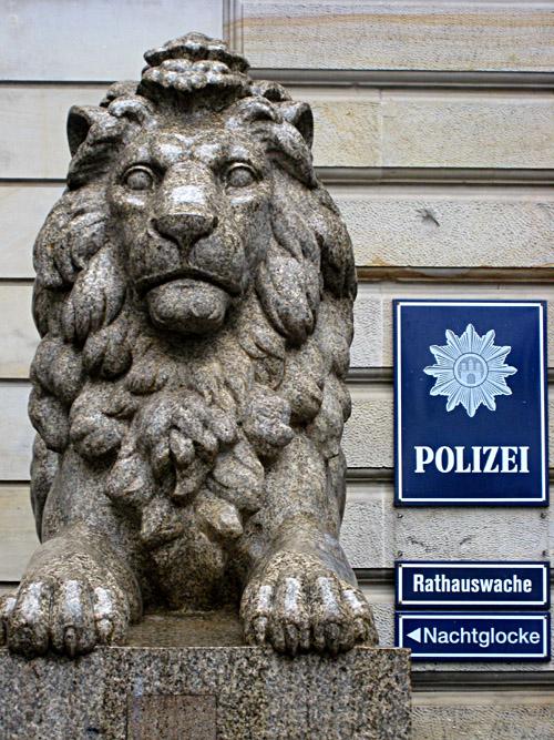 Polizeiwache am Rathaus Hamburg