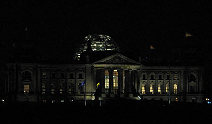 Der Reichstag, heute Bundestag, bei Nacht
