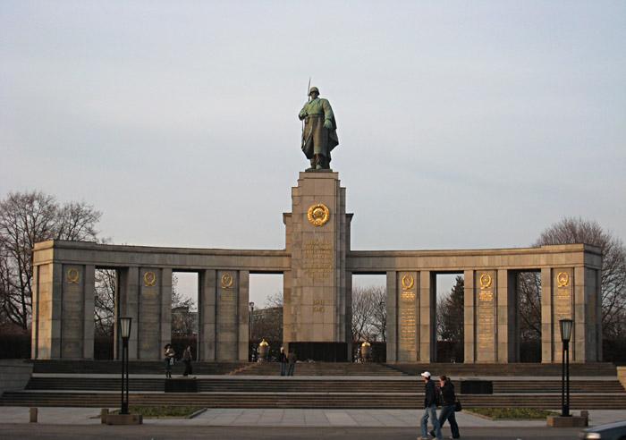Sowjetisches Soldatendenkmal in Berlin Tiergarten