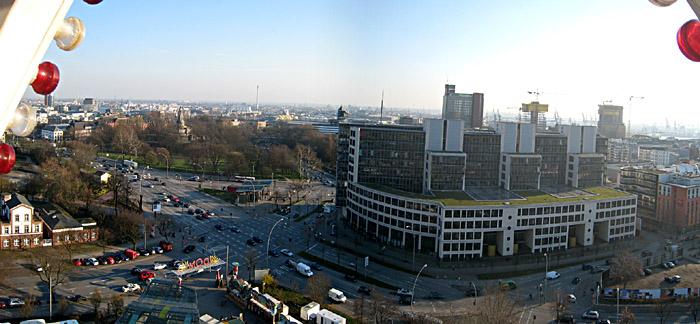 Blick aus dem Riesenrad auf den Hamburger Hafen; für ein größeres Bild einfach klicken
