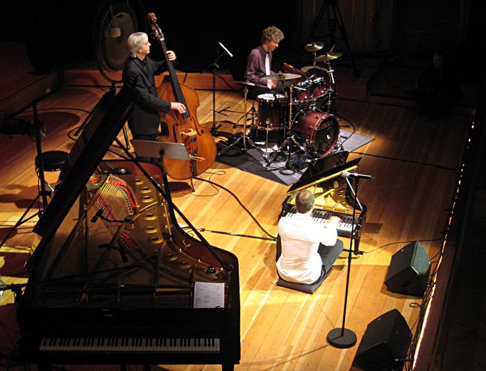 Joja Wendt mit seinem Mini - Flügel in der Musikhalle Hamburg