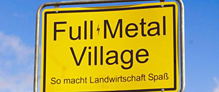 Logo Full Metall Village; Copyright: Flying Moon Filmproduktion