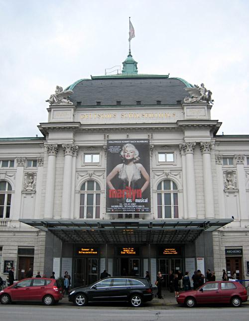 Das Deutsche Schauspielhaus in Hamburg von außen