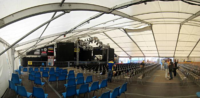 Das Zelt von Jazz an der Donau in Straubing; Bild größerklickbar