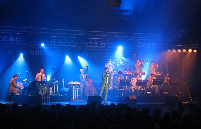 Roger Cicero und Band beim Zeltspektakel Winterbach