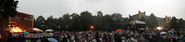 Roger Cicero bei Regen in Bielefeld im Ravensberger Park; Bild größerklickbar