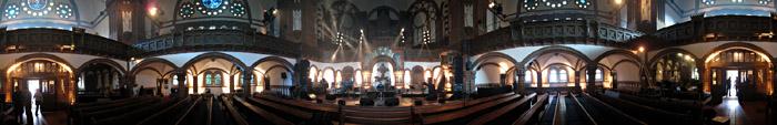 Die Passionskirche in Berlin Kreuzberg von innen; Bild als Panorama klickbar