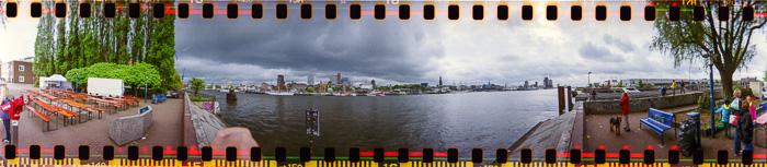Die Hamburger Landungsbrücken beim Hafengeburtstag; Bild größerklickbar