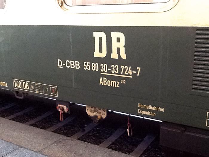 Im Linienverkehr fahrender Waggon der Deutschen Reichsbahn