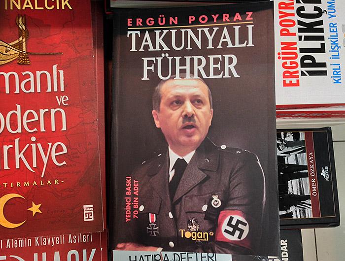 Buch im Flughafen Istanbul