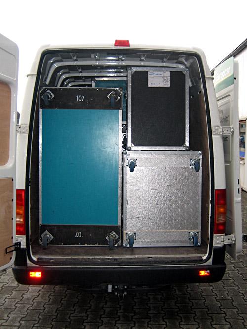 Der Transporter beim Laden zur Österreich/Schweiz - Tournee