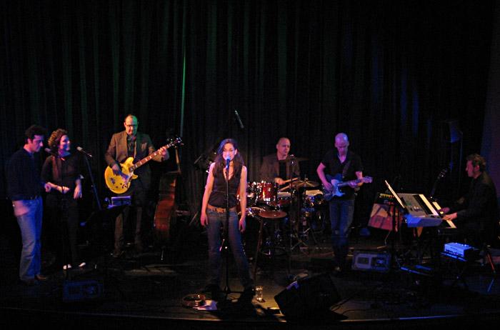 Julia Schilinski mit Band